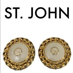 ST. JOHN LARGE GOLD CREAM CLIP EARRINGS